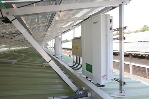 05 斜屋顶型太阳能发电系统